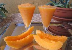 NOME: Granita Di Melone PIATTO: Dessert INGREDIENTE PRINCIPALE: Meloni PERSONE: 4 CALORIE PER PERSONA: 166 NOTE: - INGREDIENTI: 2 ==== Meloni Maturi 2 Cucchiai ==== Zucchero ==== Brandy Abbondante ==== Ghiaccio Tritato  PREPARAZIONE Granita Di Melone  Tagliare a metà i meloni, eliminare i semi e scavare la polpa. Tagliarla a pezzi e frullarla. Unire lo zucchero e frullare ancora pochi istanti. Versare il composto in una terrina
