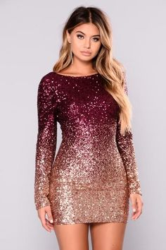 What shoes and jewelry to wear with a red sequin dress.What bag to pair with a red sequin dress? Quotes Glitter, Glitter Carnaval, Look Kim Kardashian, New Years Eve Dresses, Frock Design, Swimsuits For Curves, Curve Dresses, Sequin Mini Dress, Pink Sequin