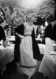 Model in evening dress of soft-white chiffon embroidered with paillettes and sequins, by Guy Laroche, photo by Pottier at Maxim's, Paris, 1960 Guy Laroche, 1960s Outfits, Vintage Outfits, 1960s Fashion, Vintage Fashion, Willy Ronis, Oh Paris, Clothing Sites, Vintage Looks