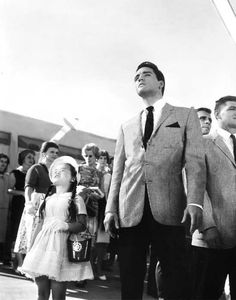 Vicky Tui and Elvis Presley up to the sky in a scene from the film 'It Happened At The World's Fair' 1963 Elvis Presley Pictures, Elvis Presley Movies, Yvonne Craig, Elvis Today, King Creole, Danny, Young Elvis, Psychobilly, In Hollywood