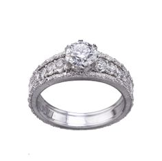 Romanza, les toutes premières bagues de fiançailles signées Buccellati http://www.vogue.fr/mariage/bijoux/diaporama/romanza-les-premieres-bagues-de-fiancailles-signees-buccellati-personnalisable-diamants-solitaires/18449#!8