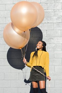 Balloons Photography, Free Photography, Portrait Photography, Girl Senior Pictures, Senior Photos, Senior Portraits, Its A Girl Balloons, Gold Balloons, Latex Balloons