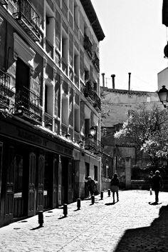 La calle del Almendro #Madrid en La Latina. Barrios que molan #CallejeandoMadrid pic.twitter.com/PRYXTdn66t