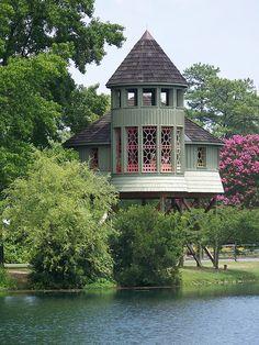 eine edlere Variante des Baumhausschlosses. Die Farbe ist doch schön, oder nicht?