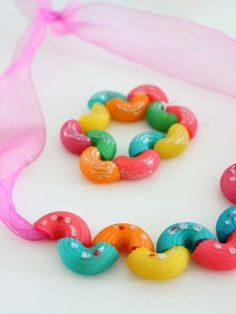 Joyas de pasta (fotos) - Veil Tutorial and Ideas Craft Activities, Preschool Crafts, Toddler Activities, Fun Crafts, Diy And Crafts, Arts And Crafts, Projects For Kids, Diy For Kids, Craft Projects