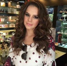 Maravilhosa Bruna Marquezine by Marco Antônio de Biaggi, make Lili Ferraz, linda demais!!! Mg Hair Design, Marco Antonio, Look, Make Up, Ruffle Blouse, Actresses, Long Hair Styles, Beauty, Women