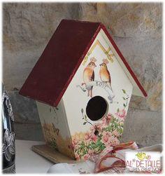 Rosabel manualidades: Casitas para pájaros Decorative Bird Houses, Bird Houses Painted, Bird Houses Diy, Decorative Items, Painted Birdhouses, Diy And Crafts, Arts And Crafts, Paper Crafts, Birdhouse Craft