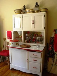 Hoosier cabinet ~ old piece great for log home or retro kitchen. My great-aunt had one in her kitchen . upper left bin was for flour (see the sifter hanging down? Wish I had it today. Decor, Period Furniture, Retro Kitchen, Hoosier Cabinets, Kitchen, Vintage House, Cabinet, Vintage Furniture, Furniture