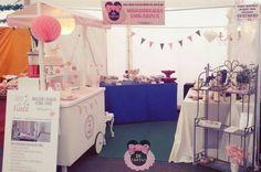 Y aquí seguimos en la #feria de #navidad de #Petrer Con nuestros productos y servicios. Os espermaos #mesasdulces #cupcakes #cronuts #bodas #comuniones #bautizos #DiTartas #Alicante #ferianavidad #candybar by di_tartas