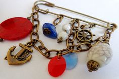 Art.R0001. Prendedor color bronce con piedras de colores, dijes y cadenas. Por consultas escribinos a info@encapricharte.com.ar o buscanos en www.facebook.com/encapricharte