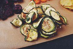 Gemüsechips selbstgemacht. Einfach gesund snacken: Zucchini-Chips