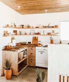 Exceptional modern kitchen room are offered on our internet site. Have a look and you wont be sorry you did. Boho Kitchen, Rustic Kitchen, Kitchen Design, Kitchen Ideas, Interior Minimalista, Decoration Inspiration, Home Kitchens, Kitchen Remodel, Sweet Home