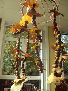 * Herfstslinger ..bladeren..kastanje..noten..dennenappel...