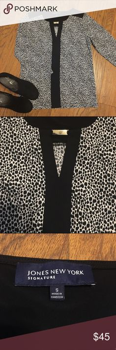 Gorgeous black & white top w/ silver cutout detail This blouse is super gorgeous! And perfect with a colored pant, or black skinnies and heels! Looks great tucked in, or as a tunic for the shorter ladies! :) this blouse is in excellent condition and only worn a couple of times! Unique pattern with a 3/4 sleeve! Jones New York Tops Blouses