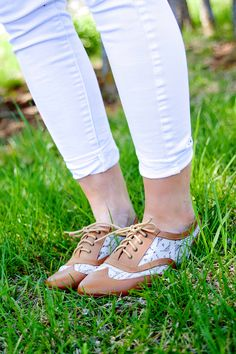 Lace Oxfords & White jeans on BlushandBacon.com