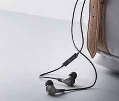 bang-and-olfusen-H3-ANC-noise-canceling-headphones-designboom-02