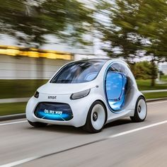 FOX NEWS: Self-driving Smart wants to set you up The Smart Fortwo has finally evolved into its ultimate form: an electric autonomous urban people moving pod. Smart Auto, Smart Car, Smart Fortwo, Design Transport, Mercedes Benz, Mercedes Smart, Automobile, E Mobility, Carros Premium