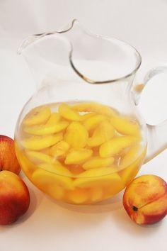 Peach Sangria: 1 750 ml bottle Pinot Grigio, Peach Schnapps, c sugar, 1 bag frozen peach slices Refreshing Drinks, Summer Drinks, Cocktail Drinks, Fun Drinks, Beverages, Cocktails, Party Drinks, Peach Sangria, White Sangria