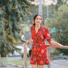 Thai Fashion, Korean Fashion, Modest Fashion Hijab, Fashion Outfits, Casual Fashion Trends, Fashion Cover, Korean Dress, Photography Poses Women, How To Look Classy