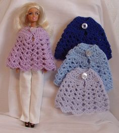 Poncho barbie, diverse kleuren. ~ purchased items - page needs to be translated - have a variety of Barbie clothes