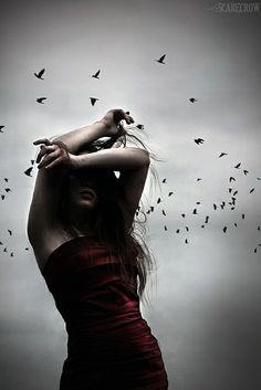Temo... Temo a noite e a escuridão de minh'alma temo o frio e o gelo do meu coração sem direção sem pressa para chegar e sem ter onde ir temo a tristeza que me impede de sorrir... Gilson Costa