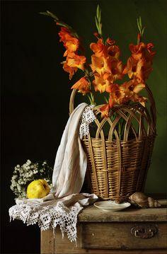 photo: корзина с цветами, | photographer: Зольга | WWW.PHOTODOM.COM