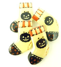 4 Wooden Primitive Halloween Stocking by TimesNotForgotten on Etsy, $10.00