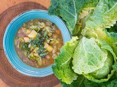 Připravte si jednoduše skvělou kapustovou polévku se zeleninou podle šéfkuchaře Jana Kaplana. Recept na blogu Oh My Chef.