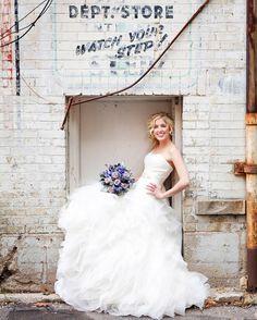 Brides and back alleys... #kwawesome #brides #kitchenerweddingphotographer #weddinginspo #weddingsofinstagram #anneedgarphoto