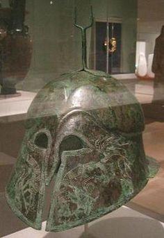 Elmo etrusco tipo apulo-corinzio, V sec. a.C., Dallas Museum of Art.