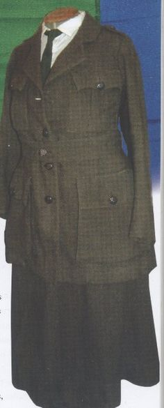 Another original Cumann na mBan uniform, this time we can see the skirt. Ireland 1916, Irish Free State, 1920s Costume, Michael Collins, Women In History, Suit Jacket, Coat, Military Uniforms, Skirts