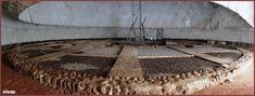 I resti archeologici dell'Osservatorio astronomico di Nasir al-Din al-Tusi a Maragheh, Azerbaigian, fondato nel 1259, oggi conservati sotto una cupola protettiva Future Of Science, Iranian, Philosophy, Riddles, Astronomy, Philosophy Books