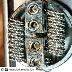 Tonight's #coilporn O'Clock goes to my friend @mangled_meditation and his amazing workmanship!  This coils is brilliantly put together and shows off hoe good he is at being precise. These zippers are then set off nicely in the deck with a great piece of p