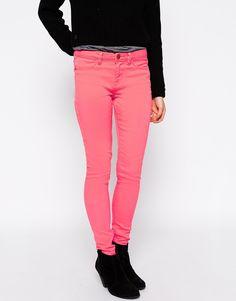 Jeans von Brave Soul Stretch-Denim Reiß- und Knopfverschluss vier Taschen eng und figurnah geschnitten Maschinenwäsche 98% Baumwolle, 2% Elastan Model trägt UK-Größe 8/EU-Größe 36/US-Größe 4 und ist 170 cm/5 Fuß 7 Zoll groß