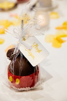 Delicious Mickey Mouse Apples make the perfect gift for your Disney Fairy Tale Wedding guests