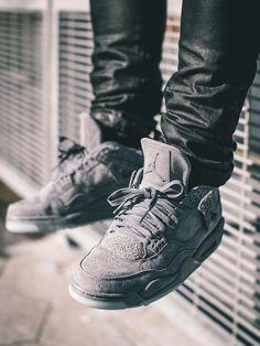 KAWS x Nike Air Jordan 4 - 2017 (by acyyw201)