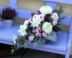 Funeral Floral Arrangements, Beautiful Flower Arrangements, Beautiful Flowers, Grave Flowers, Funeral Flowers, Fall Flowers, Ikebana, Paper Flowers, Floral Wreath