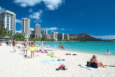 ワイキキ・ビーチの砂は…ハワイに行ってはいけない16の理由