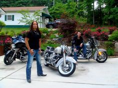 Friend of mine's Harley's... MMM Love Harleys..;)