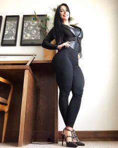 """8,313 Likes, 99 Comments - Ana Cozar IFBB (@espana927) on Instagram: """"FELIZ TARDE! ❤️ por aqui reportandome 💋 y mostrandoles mis botas de @onlystorecol 😍 la mejor moda…"""""""