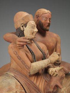 Un particolare del Sarcofago degli Sposi: dopo il restauro, in corso nel Louvre-Lens, sarà esposto nella mostra ««Étrusques et la Méditerran...