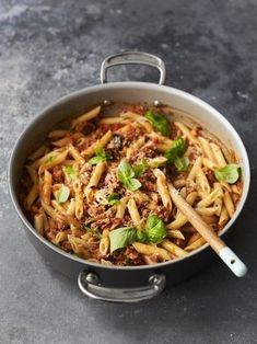 Sarah Millican made this sausage pasta recipe with Jamie Oliver on Friday Night Feast. Packed with Italian sausage, fennel and oregano, it's a real beauty. Sausage Pasta Recipes, Italian Sausage Pasta, Risotto Recipes, Jamie Oliver Sausage Pasta, Pasta Nutrition, Cooking Recipes, Healthy Recipes, Healthy Food, Amigurumi