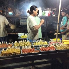Night food market on Gili Trawangan - awesome! #upsticksandgo #travel #travelgram #travelphotos #travellingtheworld #lombok #giliT #gilitrawangan #gilitrawangannightfoodmarket #food #foodtravel