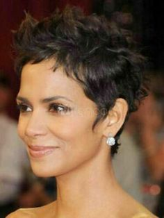 Halle Berry Short Hair, Halle Berry Pixie, Short Sassy Hair, Very Short Hair, Short Hair Cuts, Pixie Cuts, Curly Pixie Haircuts, Pixie Hairstyles, Straight Hairstyles