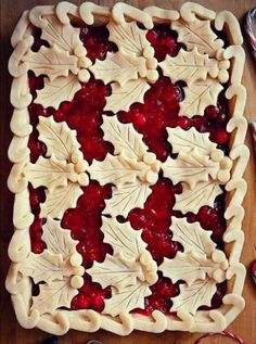 Holly and berry Christmas pie crust topping with candy canes border. Christmas Sweets, Christmas Cooking, Noel Christmas, Xmas, Christmas Design, Beautiful Pie Crusts, Pie Crust Designs, Pie Decoration, Pies Art