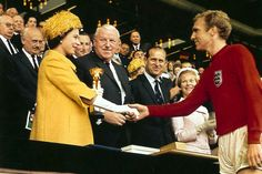 The Queen presents the 1966 World Cup trophy to England captain Bobby Moore Bobby Moore, Retro Football, School Football, Football Kits, Vintage Football, Football Soccer, 1966 World Cup, Fifa World Cup, England Football Players