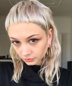12 fresh looks for Summer – Rod Anker You are in the right place about edgy hair grey Here we offer Summer Haircuts, Summer Hairstyles, Sleek Hairstyles, Hairstyles With Bangs, Jennifer Aniston Haar, Hair Inspo, Hair Inspiration, Medium Hair Styles, Short Hair Styles