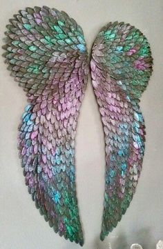 My angel wings. Are those cut up CD's? Diy Angels, Angel Wings Wall Decor, Angle Wings, Diy And Crafts, Arts And Crafts, Diy Wings, Wing Wall, Angel Crafts, Angel Art