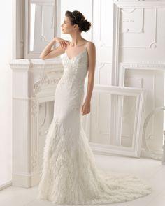 ONDARA - Vestido de pedrería en color naturalT6319- Diadema de cristal y metal, color plata