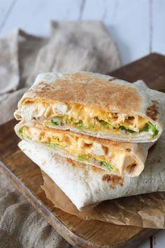 Kylling Crunch Wraps is part of Chipotle Chicken pizza Recipe - Fantastisk ret! Jeg blev inspireret af Taco Bell's crunch wrap til at lave d. Quick Recipes, Cooking Recipes, Chicken Pizza Recipes, Crunch Wrap, Crunches, Clean Eating Snacks, Healthy Eating, Food Inspiration, Italian Recipes